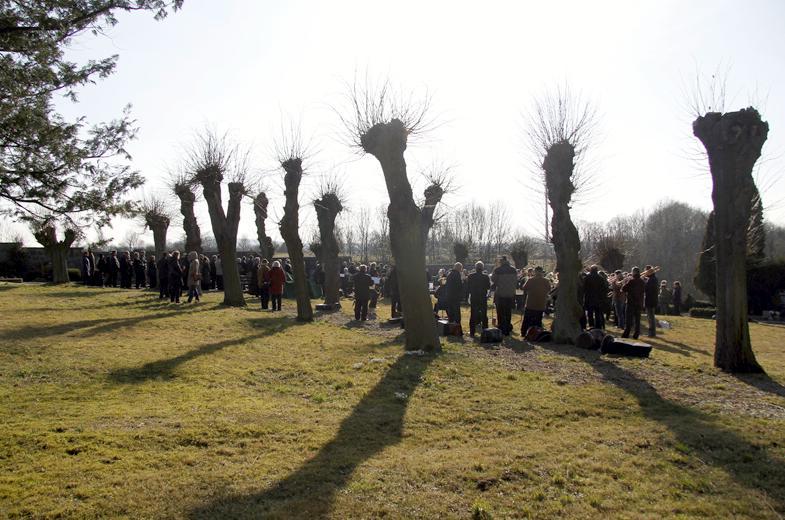 Fast 100 Bläser auf dem Friedhof in Markersdorf